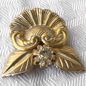 JANE DAVIS REPOUSSE BRUSHED GOLD CRYSTAL BROOCH